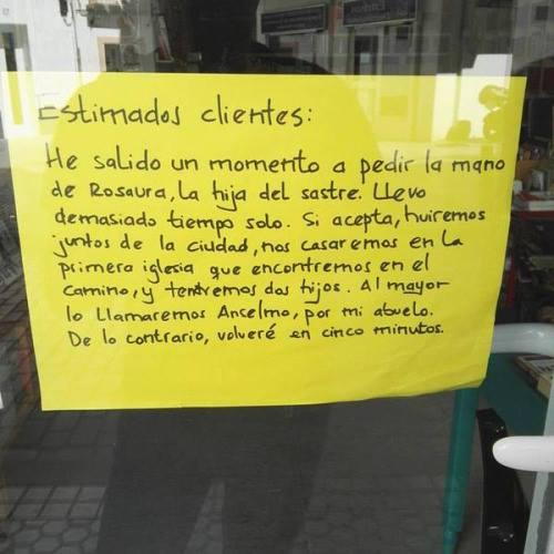 Cuento de Mª José Barrios, en la puerta de nuestra librería. :)